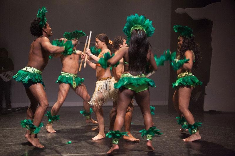 indianen-dans-car2