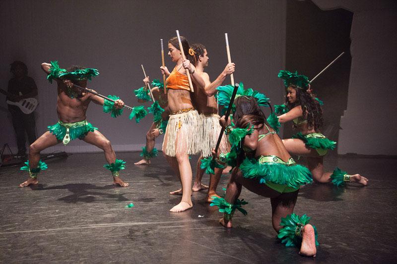 indianen-dans-car3