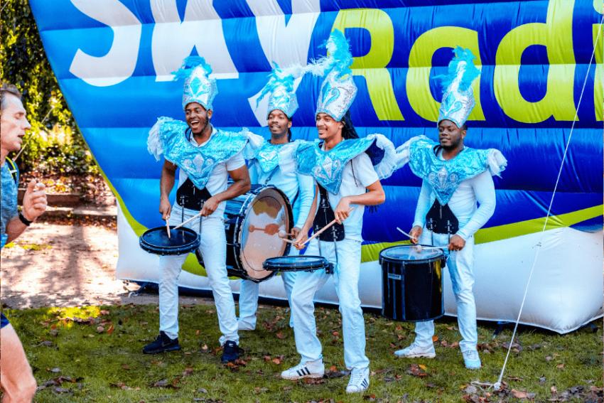 www.dancarinas.nl-brassband-inhuren-caribische-band-drumband-sky-radio-skyradio-vondelpark-min