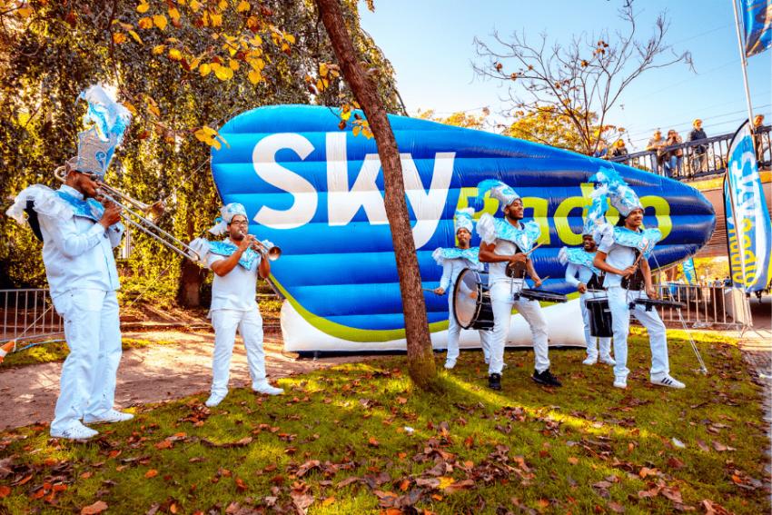 www.dancarinas.nl-brassband-inhuren-caribische-band-drumband-sky-radio-skyradio-min